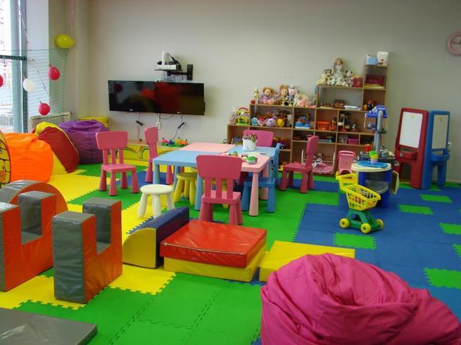 Во всех детских поликлиниках Москвы обустроят игровые площадки
