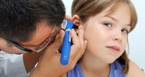 Что делать, если у ребёнка 7 лет болит ухо?