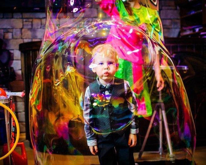 Шоу гигантских мыльных пузырей пройдёт в театре «Русская песня»