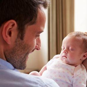 «Жизнь до и после рождения детей – это разные истории». О чем грустят мужчины, когда становятся отцами