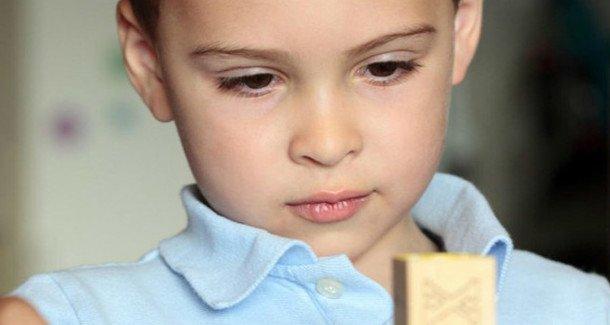 Как определить аутизм у ребенка
