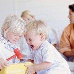 Что делать, если ребёнок дерётся