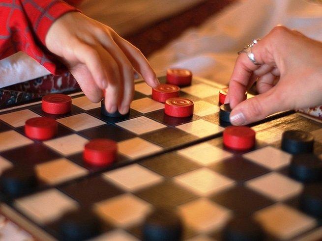 Развиваем детскую логику - играем в шашки