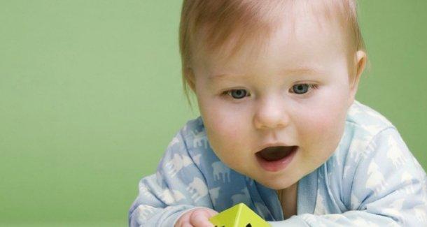 Почему новорожденный ребенок часто икает