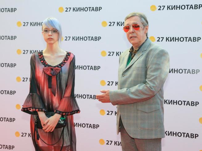 15-летняя дочь Михаила Ефремова заявила о своей нетрадиционной ориентации