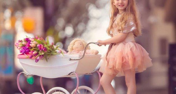 Какая коляска нужна новорожденному: зимой и летом