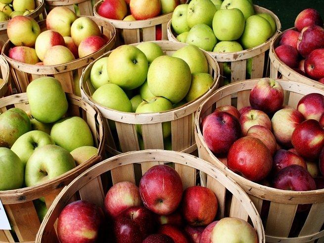 С какого возраста можно давать ребенку яблоко