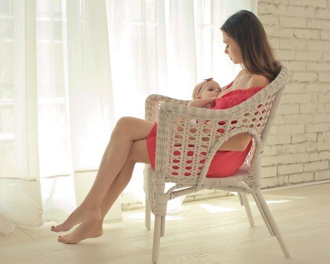 Как ухаживать за грудью во время кормления малыша