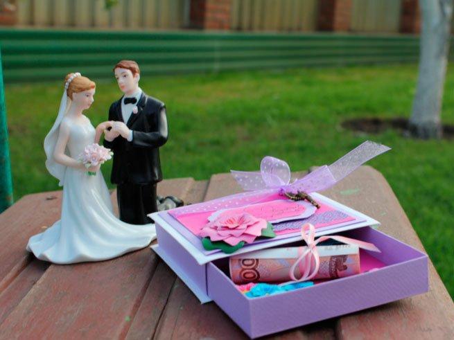 Подарки на свадьбу и как их преподнести 397