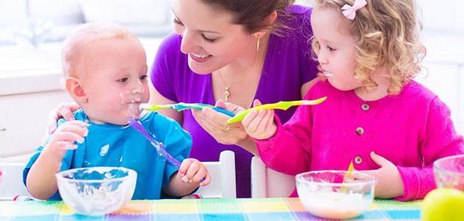 Введение первого прикорма: нормы, возраст малыша