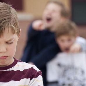 Над ребенком издеваются в детском саду.Что делать?