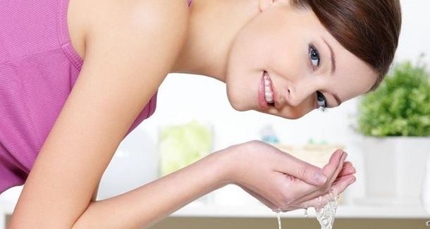 Как правильно снимать макияж: 5 секретов для здоровья кожи