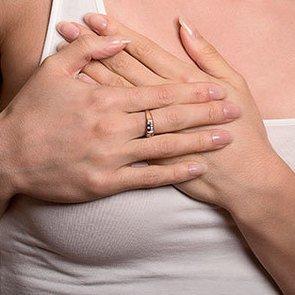 Месячные и боли в груди - симптом ПМС?