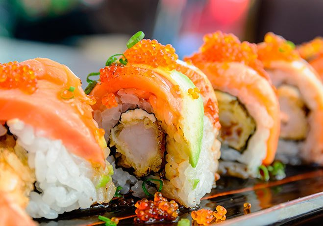 Суши и сырая рыба