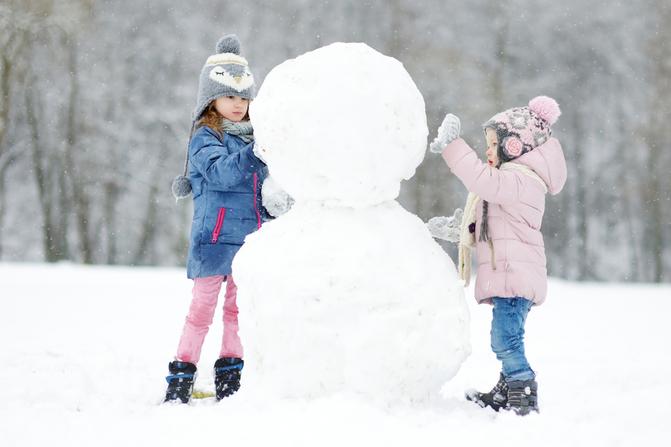 №9. Слепить вместе с детьми самого красивого снеговика
