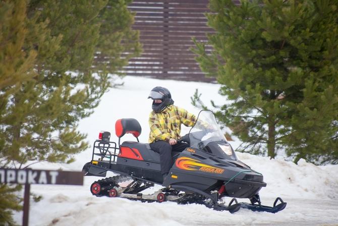 №3. Покататься на снегоходе или квадроцикле