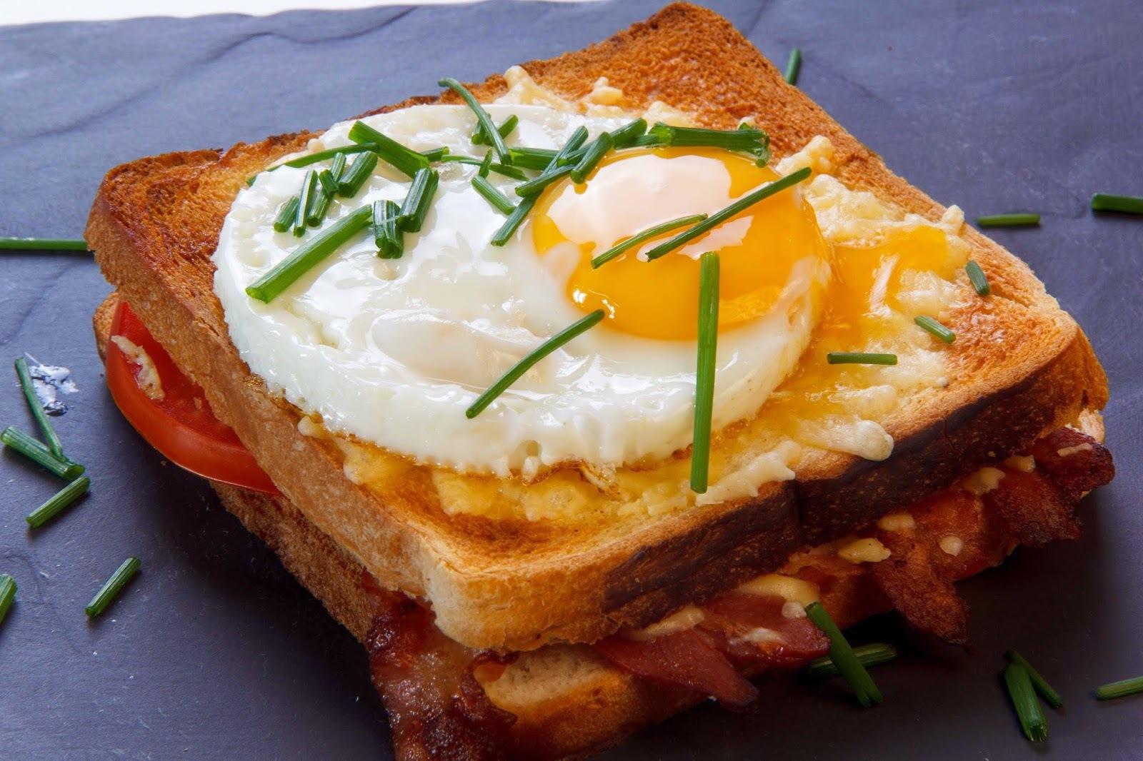 Бутерброды с колбасой и яйцами — вкусно и просто